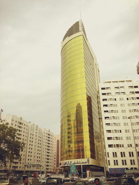 金色のビル