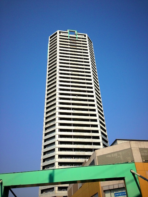 近所では「アルパカタワー」の愛称で親しまれています。