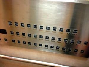 エレベーターのボタンが多すぎて戸惑います。