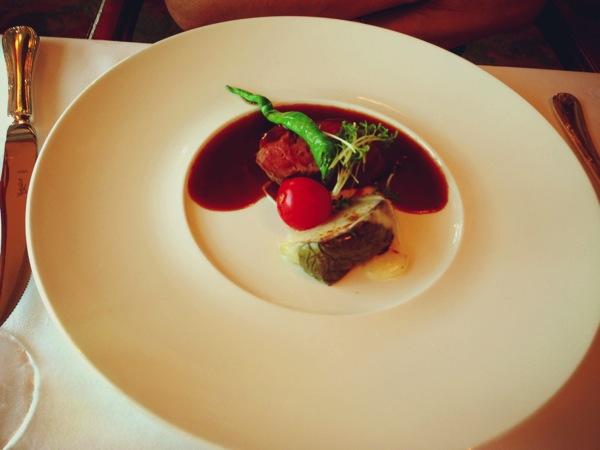 黒毛和牛フィレ肉のポワレ ボルドレーズソース 加茂茄子を添えて